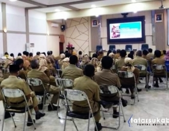 Lepas Jabatan Sekda Kabupaten Sukabumi Iyos Somantri Tidak Kuat Menahan Tangis