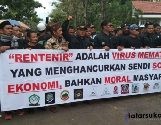 Lagi-lagi Masalah Bank Emok dan Kosipa Ratusan Massa Geruduk DPRD Kabupaten Sukabumi