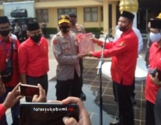 Bendera di Bakar! PDI Perjuangan Gelar Aksi di Ibu Kota Sukabumi